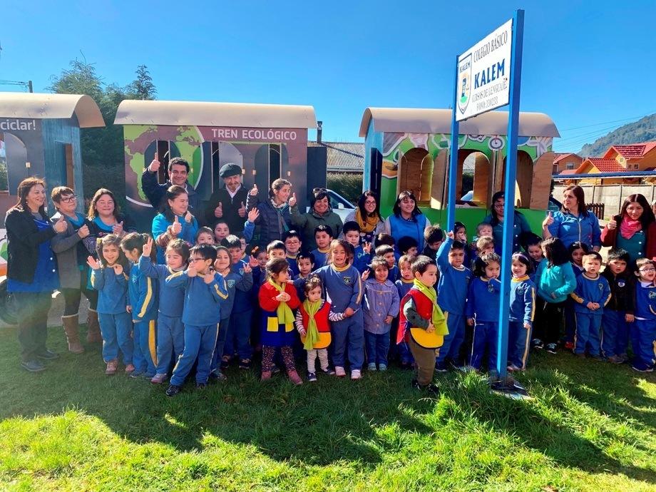 A esta campaña en la que ya participan 14 establecimientos se incorpora este año la Escuela Almirante Simpson de Puerto Chacabuco. Foto: AquaChile.