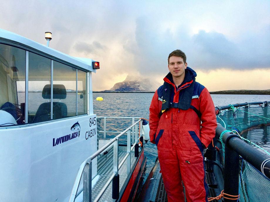 Daglig leder i Lovundlaks, Jacob Palmer Meland, er svært fornøyd med produksjonen til selskapet i 2019. Foto: Rikke Aakre/Lovundlaks