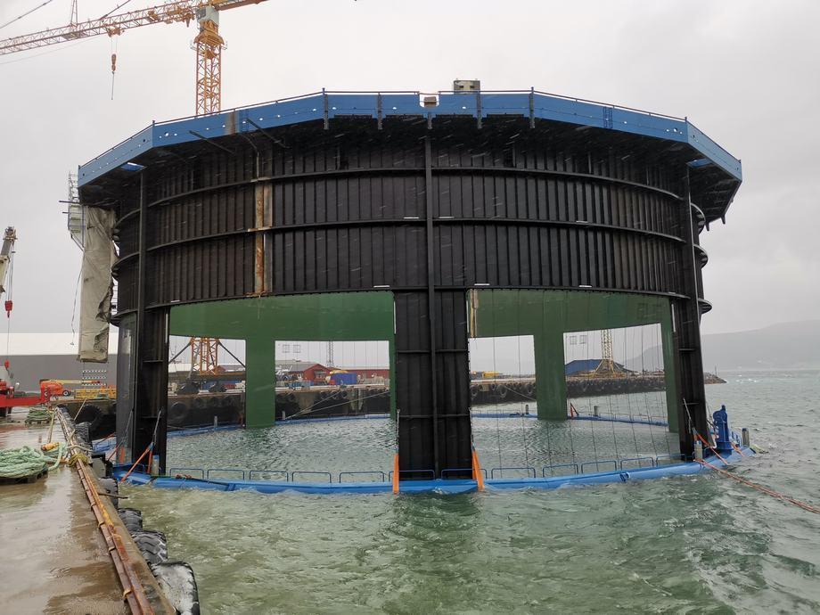 La jaula número tres (Aquatraz de segunda generación) se entregará a fines de septiembre de 2019, pero se lanzó ayer. Foto: Mid-Norwegian Aquaculture.