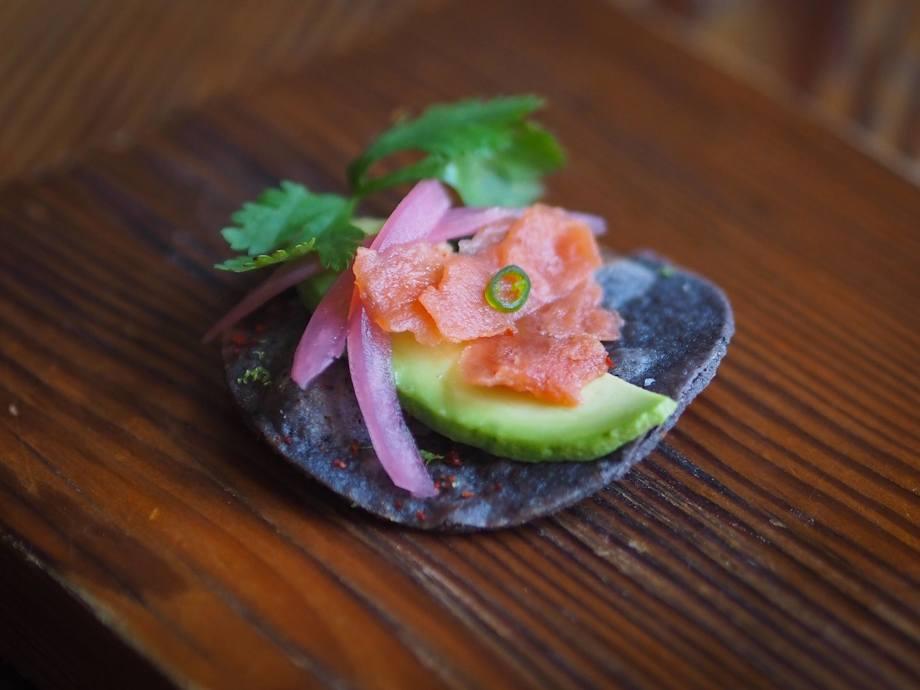El 2 de junio de este año, Wild Type sirvió salmón de laboratorio a amigos, inversores, gerentes y dueños de restaurantes locales. La imagen de arriba muestra uno de los platos. Foto: Wild Type.