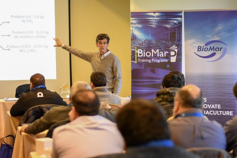 Uno de los expositores de la jornada, PhD Raúl Piedrahita, de la Universidad Davis de California. Foto: BioMar Chile.