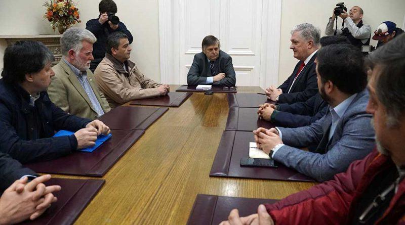 Gremios de Magallanes en conversación con el intendente de la región austral. Foto: El Magallánico.
