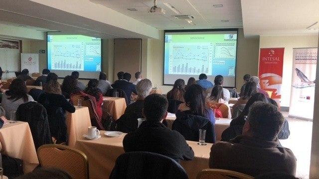 Seminario donde se presentaron sistemas de recuperación de fondos marinos. Foto: Ximena Rojas, Intesal.