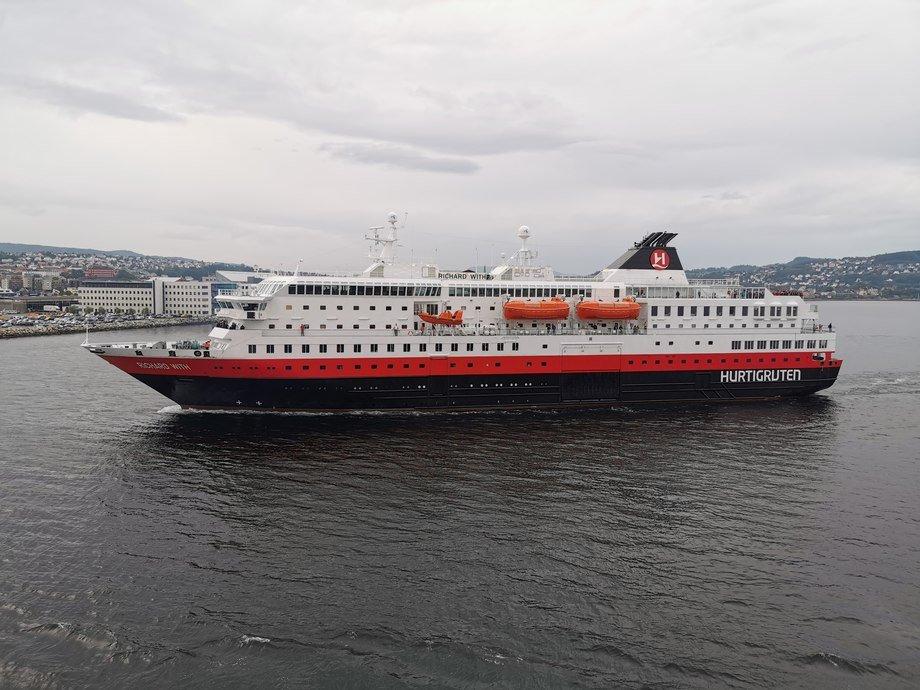 Hurtigruten skal fremover bare seile nord for Bodø. Foto: Gustav-Erik Blaalid
