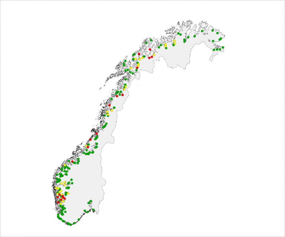Kartet viser lokalisering av elvene der innslaget av rømt oppdrettslaks er vurdert til å være lavt (< 4 %, grønne sirkler), middels (4 – 10 %, gule sirkler), eller høyt (>10 %, røde sirkler). Kilde: Fiskeridirektoratet