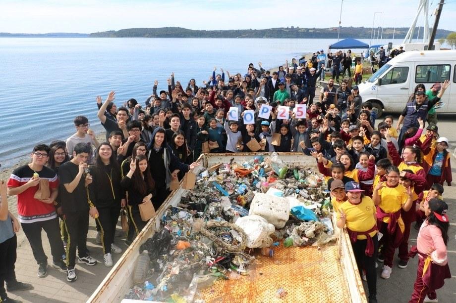 En las jornadas participaron organismos públicos, liceos y empresas privadas. Foto: AquaChile.