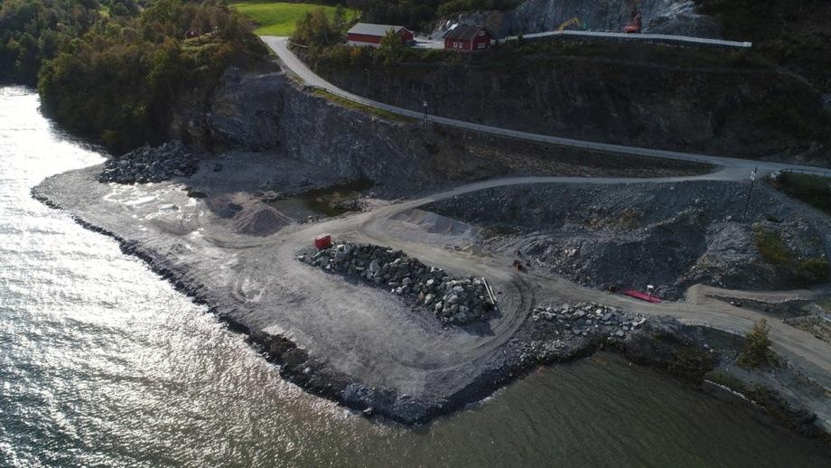 Det nye anlegget skal byggjes på næringsområdet Alsaker Brygge Sør på Onarheim. Foto: Alsaker Fjordbruk.