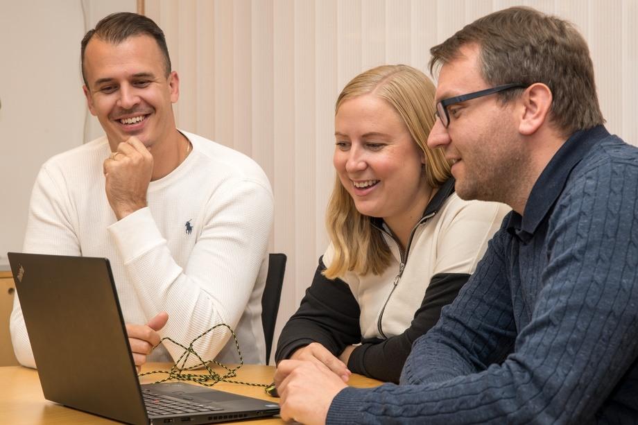 Domagoj Maksan, Julie Døvle Johansen og Benedikt Frenzl. Foto: Stingray/Terje Haugen