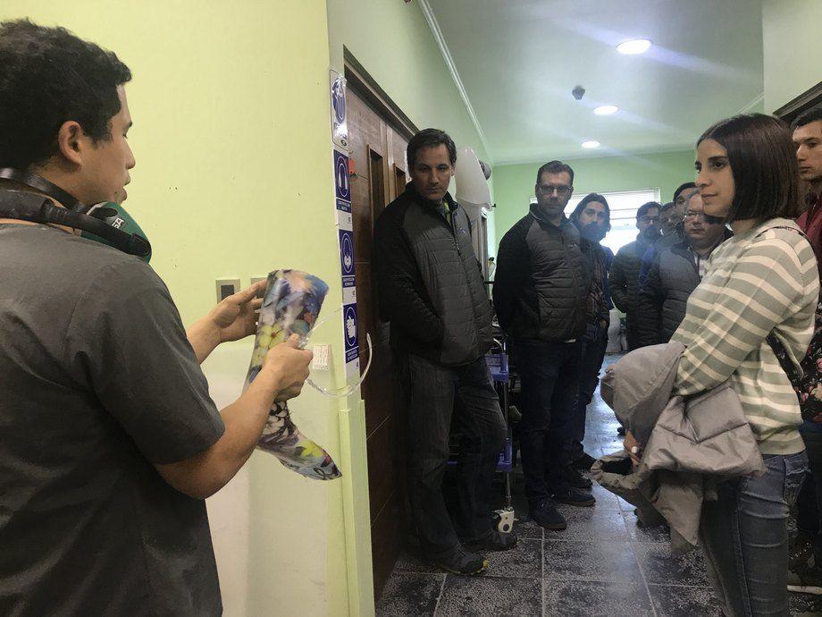 Trabajadores de BluRiver visitando las instalaciones del centro de rehabilitación. Foto: BluRiver.