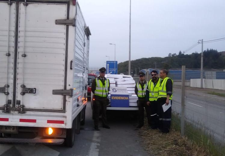 Control carretero de Sernapesca Biobío y Carabineros. Foto: Sernapesca Biobío.