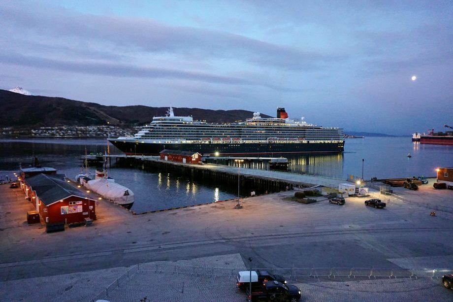 MS «Queen Elisabeth» var første cruiseskip ved den nye kaien i Narvik. Foto: Narvik Havn