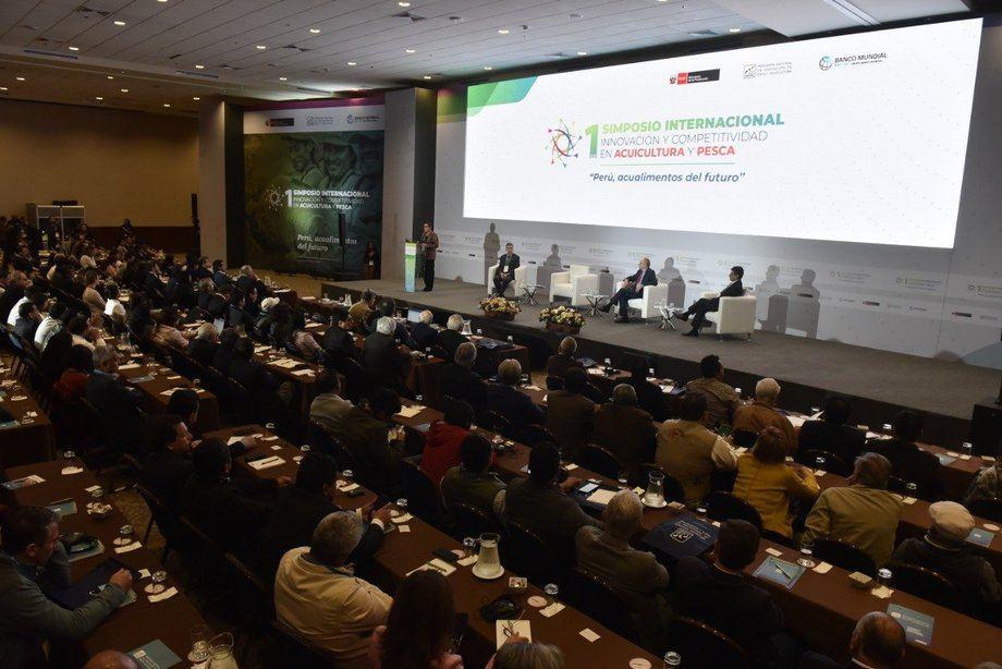 """El cierre del """"I Simposio de Innovación para la competitividad en Pesca y Acuicultura de Perú"""" dejó en evidencia el optimismo de los más de 350 asistentes que permanentemente repletaron el Gran Salón del Swissotel de Lima."""