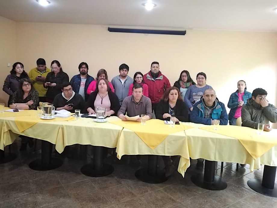 Dirigentes de los sindicatos que conforman esta nueva mesa de trabajo. Foto: Trabajadores Salmoneros de Quellón.