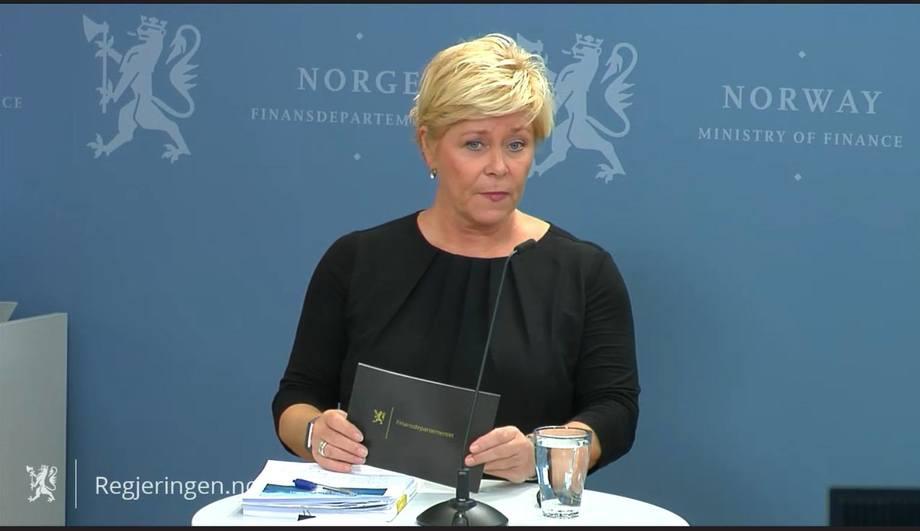 Norwegian finance minister Siv Jensen received a report on the taxation of aquaculture activities today. Screenshot: Regjeringen.no.