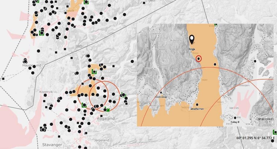 Den nye lokaliteten hvor det er mistanke om SAV 2 smitte ligger nær Halsavika (rød ring) hvor Mattilsynet kunne bekrefte SAV smitte. Illustrasjon: Barentswatch.
