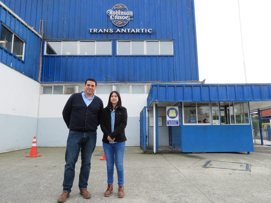 Carlos Díaz, gerente industrial y Cristina Hernández, encargada Medio Ambiente de Trans Antartic-Robinson Crusoe. Foto: Karla Faundez, Salmonexpert.