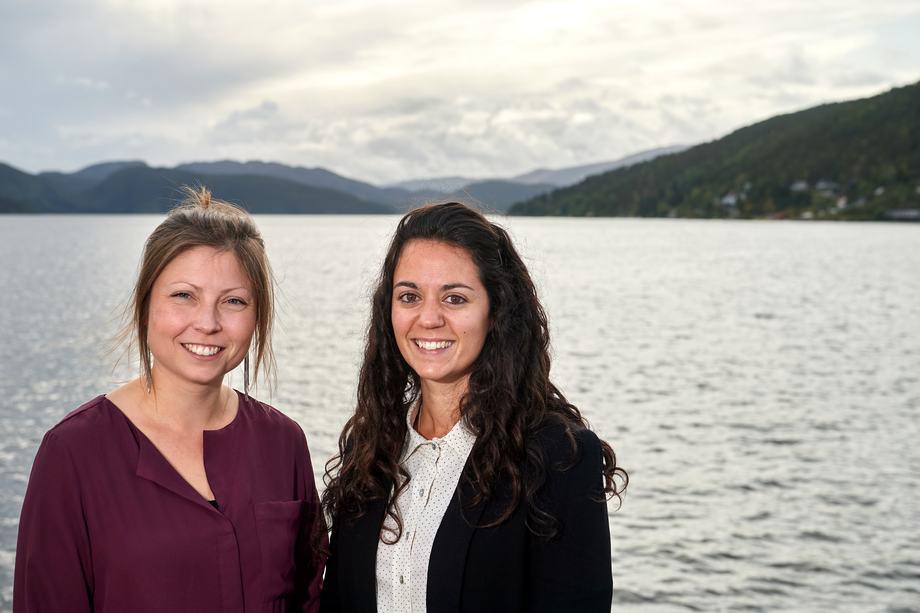 Christine Klykken og Lauris Boissonnot forsker på nedsatt nyrefunksjon hos fisk. Foto: Bjørn Tore Ness.