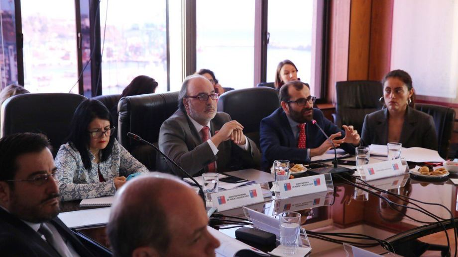 El subsecretario Román Zelaya presidió Comisión Nacional de Acuicultura. Foto: Subpesca.