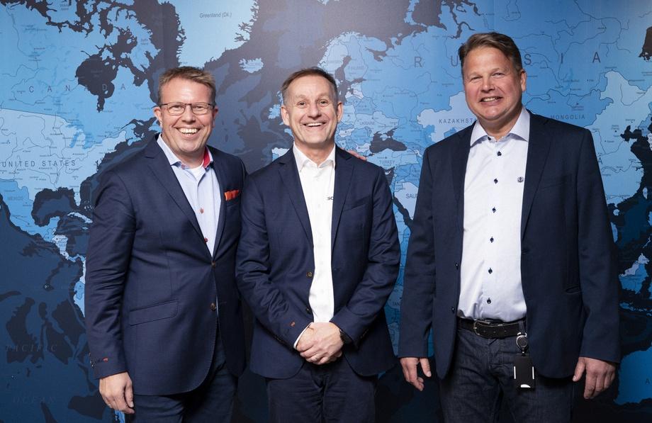 Geir Myklebust, CEO/CFO i selskapet, Per Ivar Lund, VP Business Development, og Terje Andreassen, adm. dir. i Moen Marin. Foto: ScaleAQ.