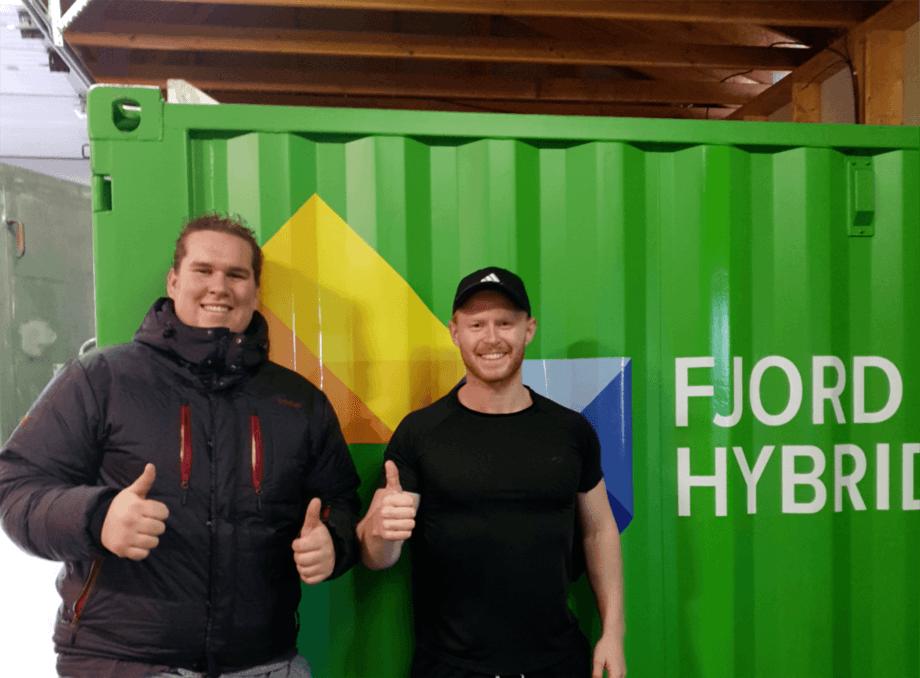 Fra venstre: Oliver Drønen og Ole Troland i Troland Lakseoppdrett. Foto: Ole Troland.