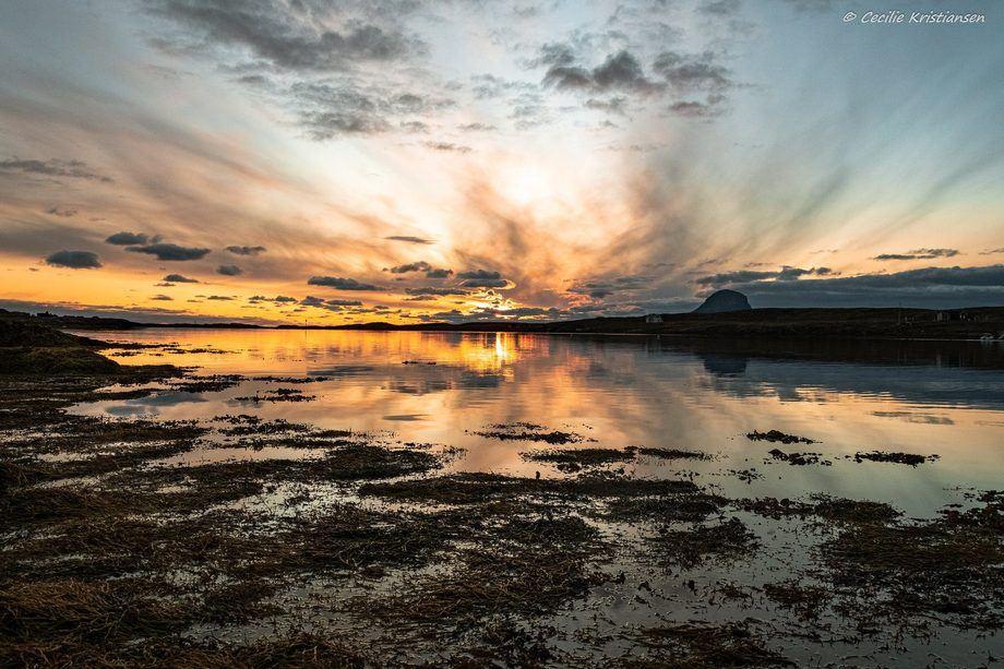 Lovundlaks mistet trolig en mann etter at båten kantret i uværet. Foto: Cecilie Kristiansen/ Lovundlaks.