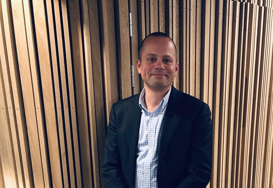 Karsten Henrik Henschien Sprenger (39) er ansatt som ny næringspolitisk rådgiver i Kystrederiene. Foto: Kystrederiene
