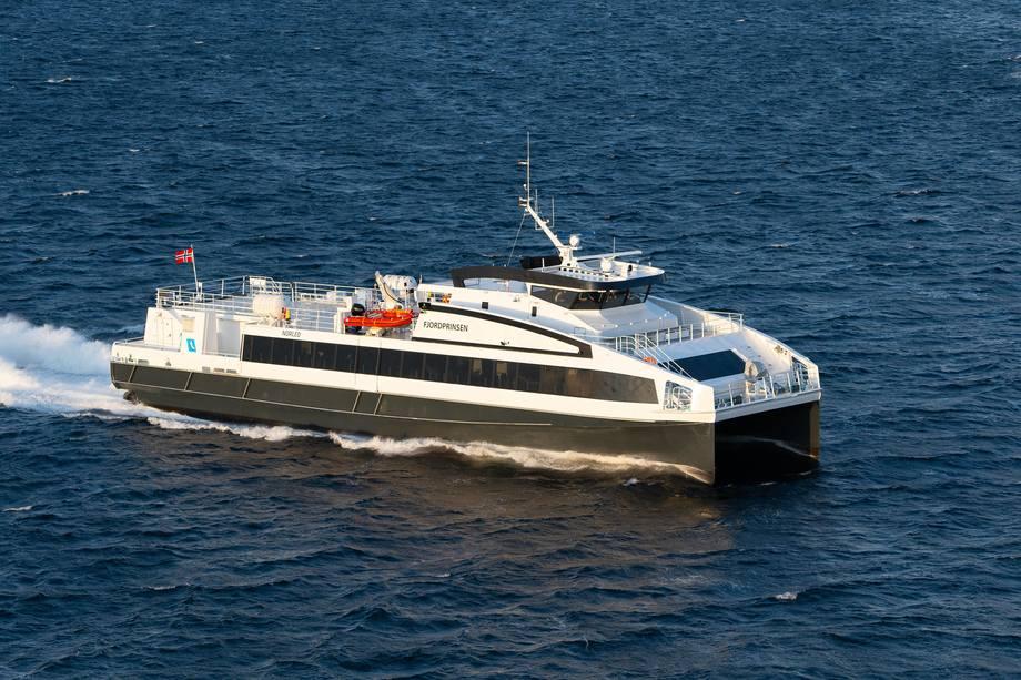 «Fjordprinsen» er den andre av tre identiske fartøyer som Oma Baatbyggeri har overlevert til Norled. Foto: Oma Baatbyggeri