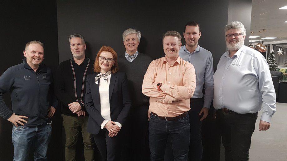 Fra venstre mot høyre: Rolf Mork-Knudsen (Annerledeslandet), Arne Storhaug (ArtGarden), Kjersti Rogne (Acapo). Geir Arne Veglo (Deloitte), Björgólfur Hávarðsson (NCE Seafood Innovation Cluster), Anders Gillebo Kalleberg (Deloitte), Helge Bjordal (Nagelld) Følgende var ikke til stede når bildet ble tatt [Vidar Onarheim [HavExpo], Eivind Helland [Stiim Aquacluster] og Kristian Henriksen / Richard Holmøy [NCE Aquatech Cluster]
