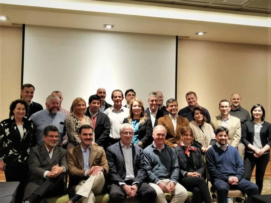Miembros y representantes de las empresas que conforman el Club de Innovación Acuícola. Foto: Adolfo Alvial.