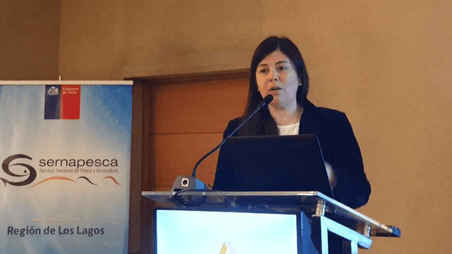 Marcela Lara, deputy director of aquaculture at Sernapesca, addresses a conference on antibiotic use. Photo: Salmonexpert.