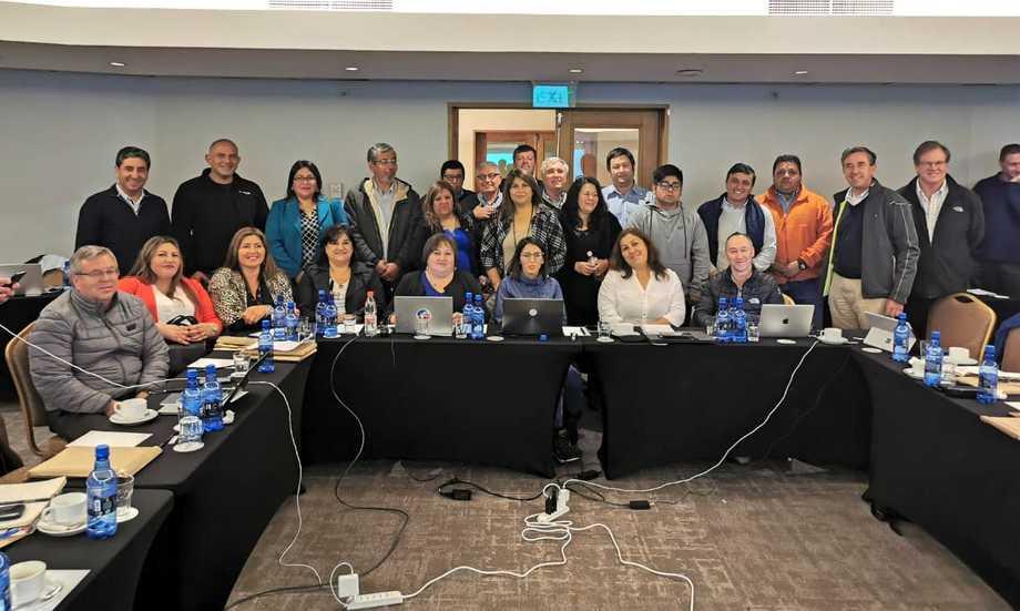 Integrantes de la Coordinadora Nacional de la Industria Salmonera y ramas afines en reunión con directorio de SalmonChile. Foto: SalmonChile.