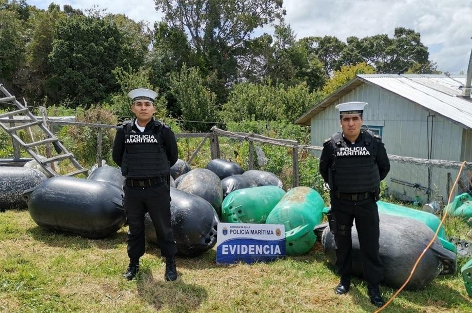 Policía Marítima de Quemchi pudo encontrar las boyas robadas a Camanchaca. Foto: Autoridad Marítima.
