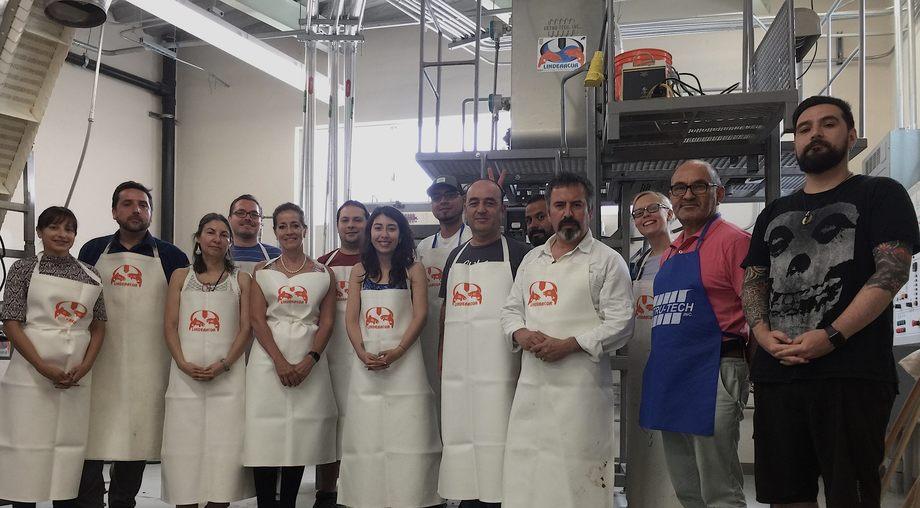 Alumnos del Magíster en Nutrición Acuícola de la UACh. Foto: UACh.