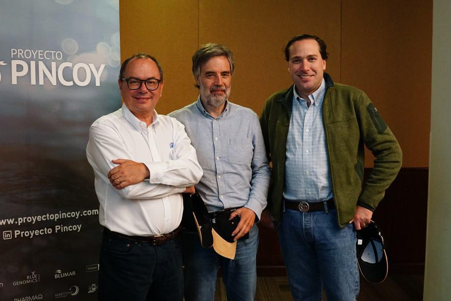 Patrick Dempster, gerente general de Aquagen (al centro), junto a Álvaro Poblete (Salmones Camanchaca) y Guillermo Staudt (Pharmaq). Foto: Proyecto Pincoy.