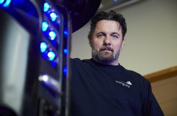 El inventor Esben Beck con el robot Stingray. Foto: Oficina Europea de Patentes.