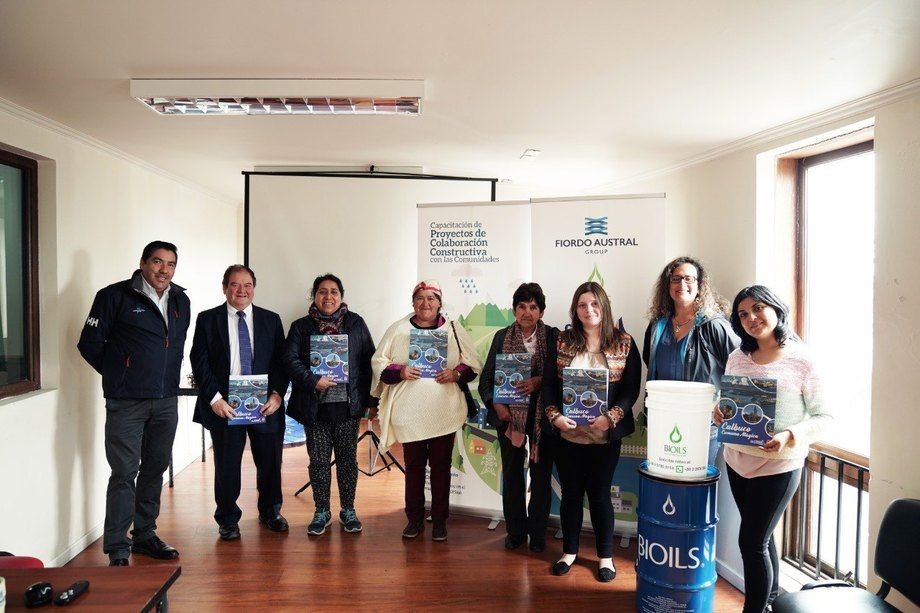 Fiordo Austral Group firmó un convenio de colaboración constructiva con la Municipalidad de Calbuco para desarrollar proyectos de carácter ambiental orientados al reciclaje. Foto: Fiordo Austral.