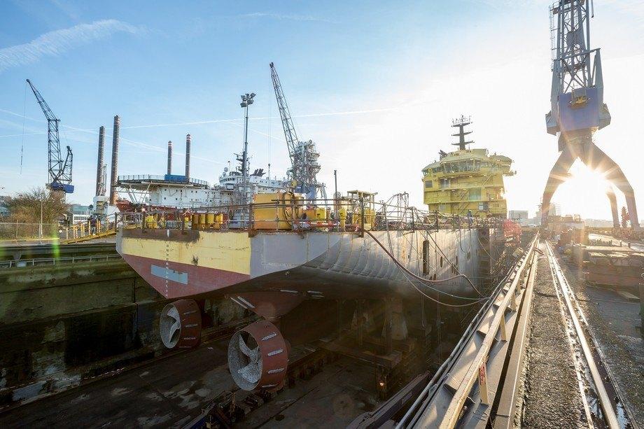 Arbeidet med å bygge om «Eidsvaag Opal» er godt i gang i Amsterdam. Foto: Damen Shiprepair