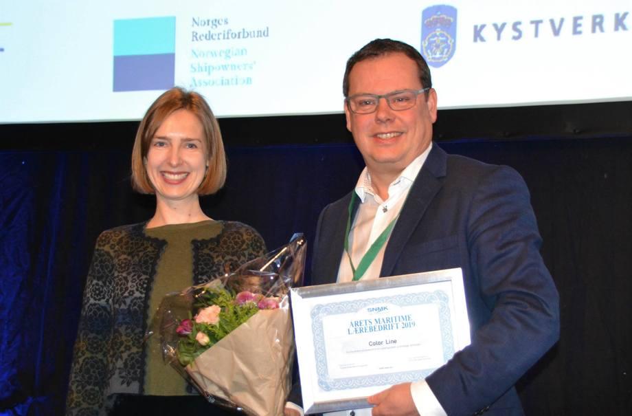 Vinner av «Årets Maritime Lærebedrift», Color Line, mottok prisen av Næringsminister Iselin Nybø (V). Foto:  Sverre Meling jr.