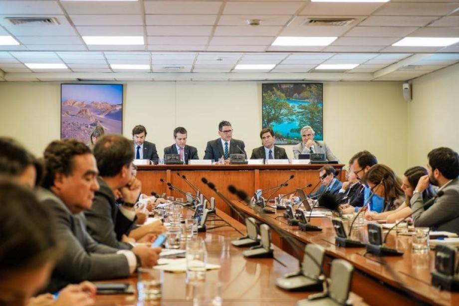 Autoridades abordaron el tema  del redireccionamiento de exportaciones a terceros mercados. Foto: Subrei.