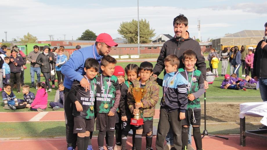 Desde la Escuela de Fútbol comentaron que el próximo año esperan contar con la participación de equipos de Perú y Bolivia, que este año no pudieron asistir por motivos de contingencia. Imagen: Australis.