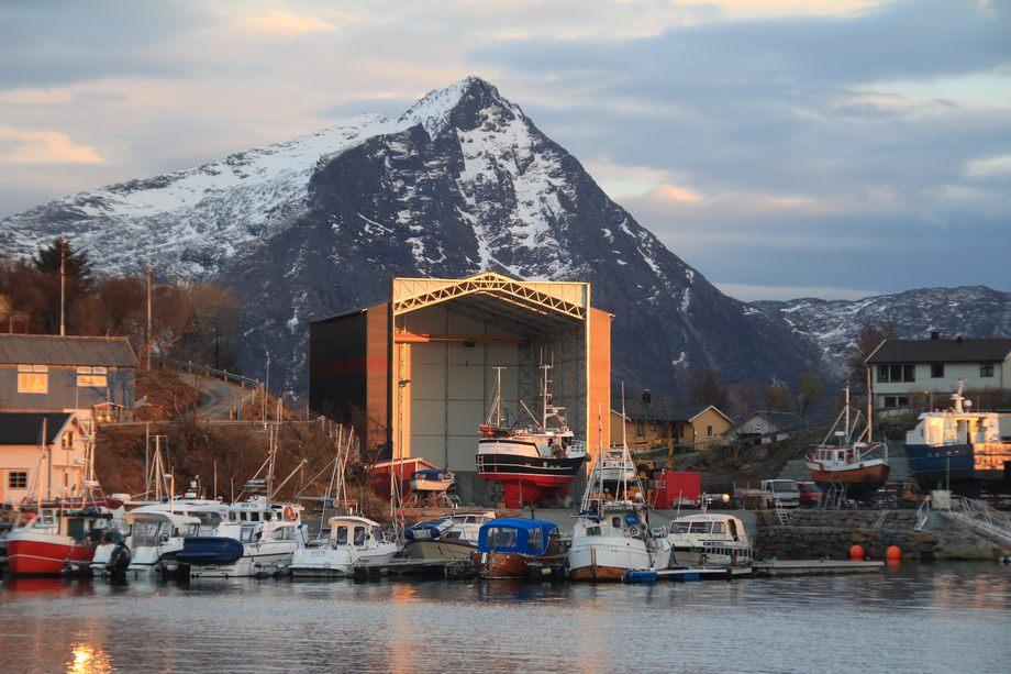 Det tradisjonsrike verftet i Helnessund endrer nå navn til MOEN Steigen og blir MOEN-merkevarens første tydelige servicestasjon utenfor Trøndelag. Foto: Moen Steigen