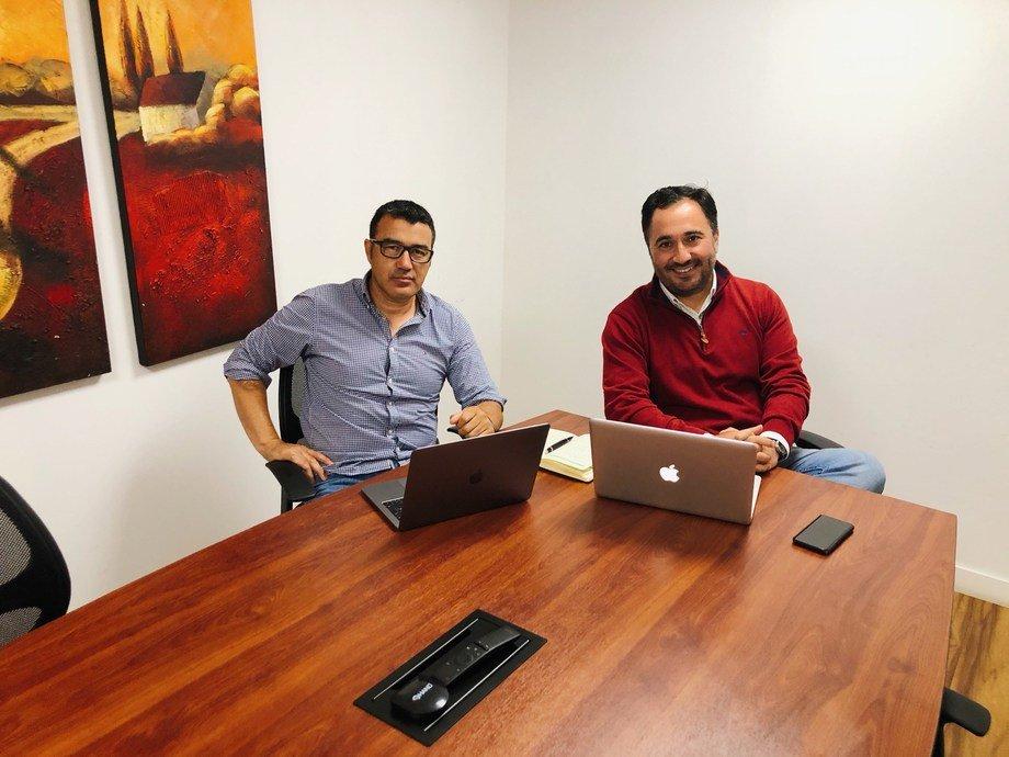 Matías Godoy, gerente general de VacFish, y Oliver Wehner, gerente Comercial de la empresa chilena. Foto: VacFish.