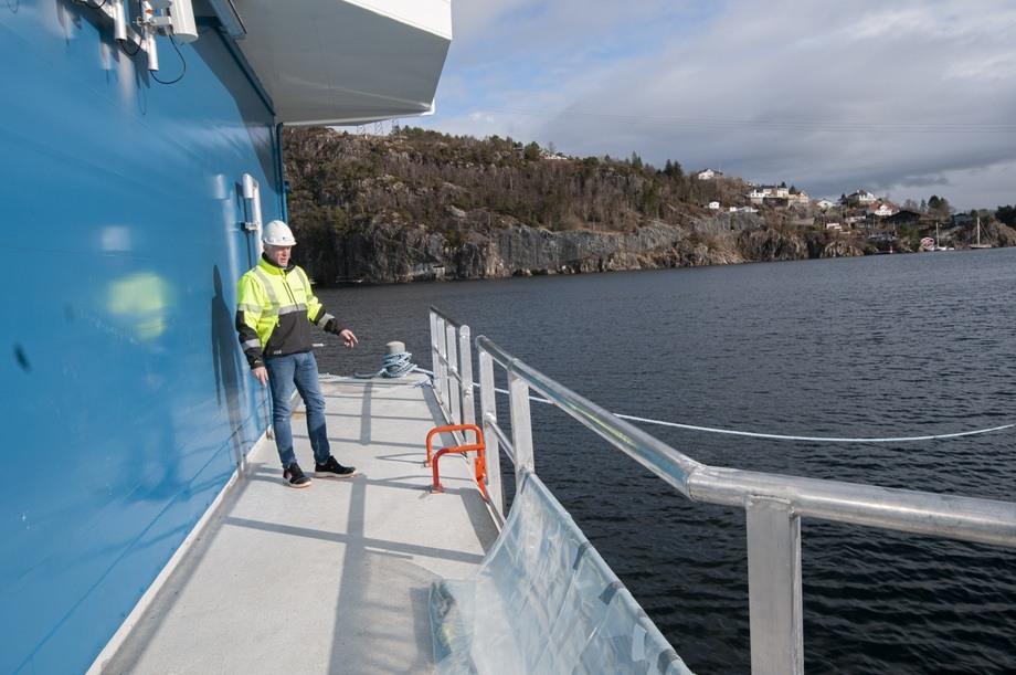 Illustrasjonsfoto av betongflåten Gigantix, bygget av Endur Sjøsterk. Flåten er bygget med rekkverk. Foto: Pål Mugaas Jensen