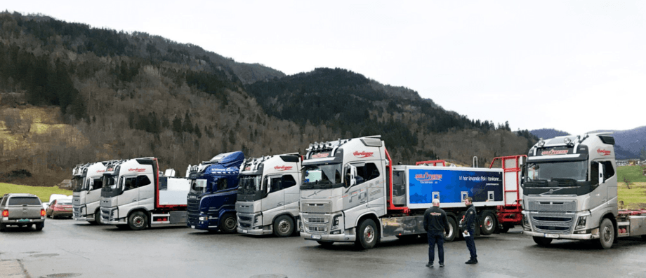 Jarle Tveiten Transport sine mange tilsette jobbar som vanleg for fullt for å transportere fisk til og frå havbruksnæringa. Foto: Jarle Tveiten Transport.