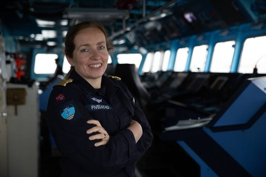 Iris er fregattsjef. Og fregatten hun er sjef på leder NATOs marinestyrke i nord. Foto: Jakob Østheim.