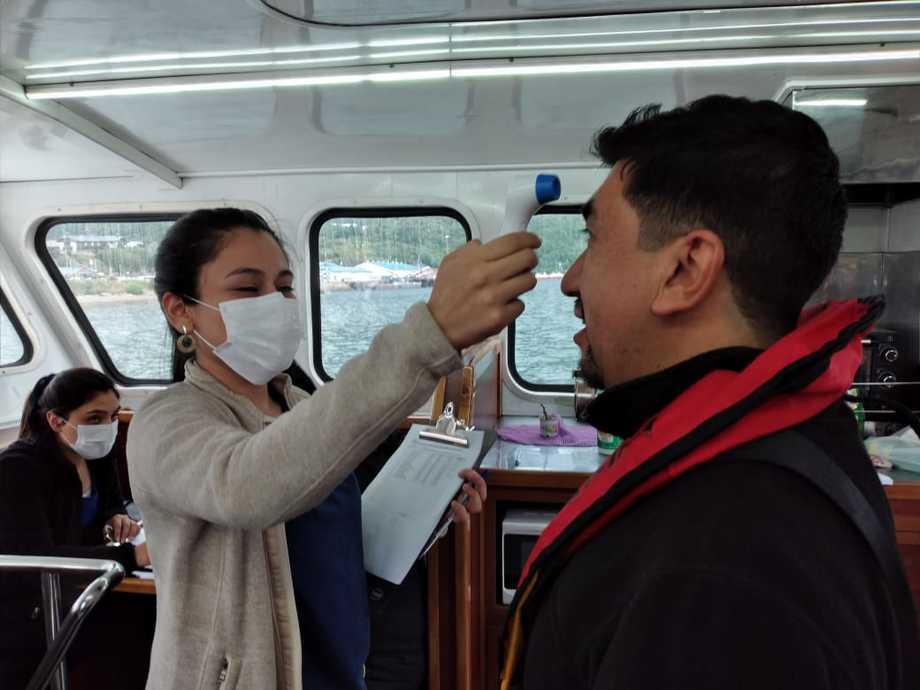 Control de temperatura en embarcación ligada a Blumar. Foto: Blumar.