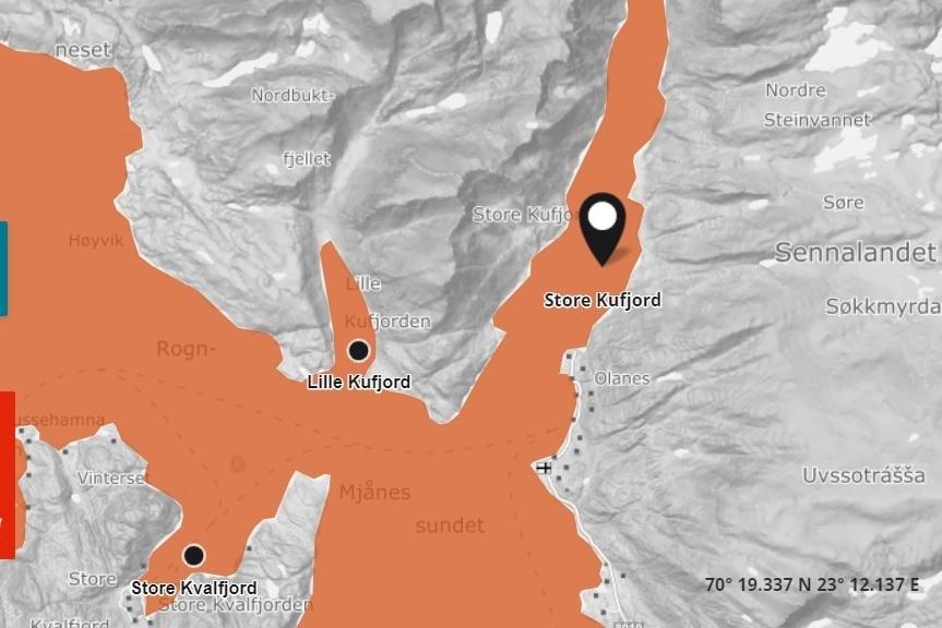 Det er mistanke om ILA ved NRS-lokalitetene Store Kvalfjord og Store Kufjord. KART: Barentswatch.