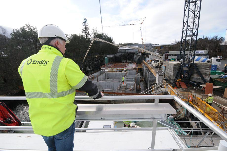Endur Sjøsterks virksomhet på Stamneset der man støper og bygger bl.a. fôrflåter, går så langt tilnærmet som normalt. Foto: Pål Mugaas Jensen