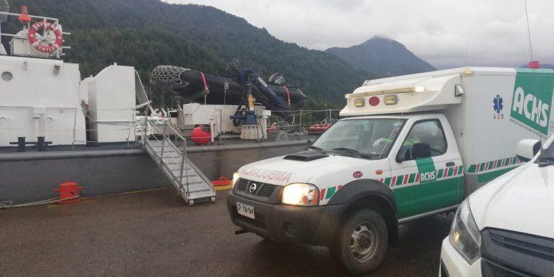 Lancha Aysén realizó labores de rescate en centro de cultivo cercano a Puerto Chacabuco. Foto: Armada de Chile.