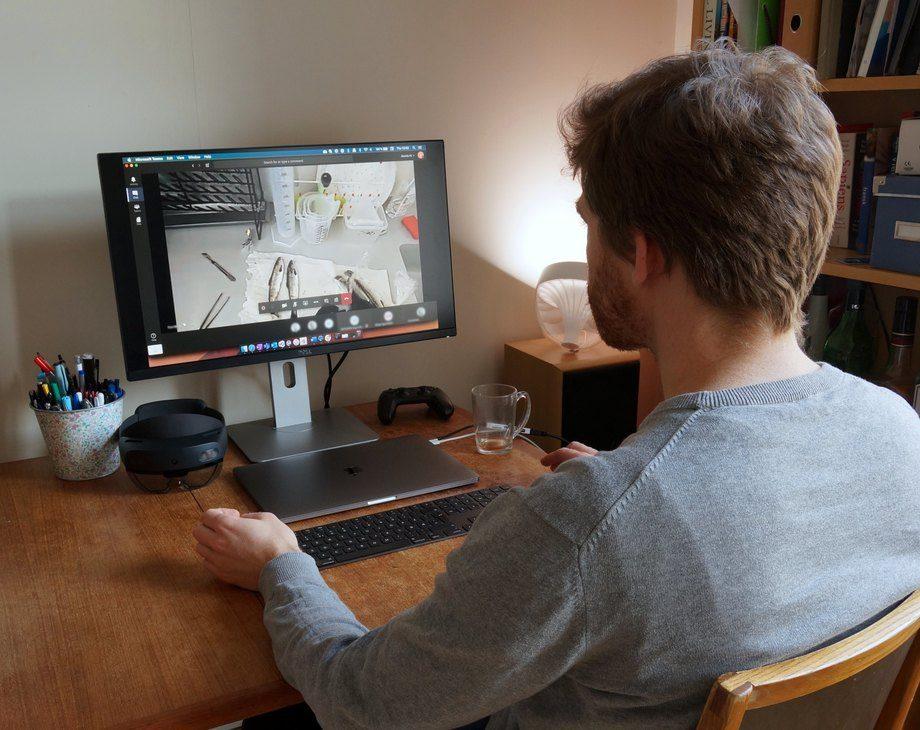 Jelmer Verhoog, seniorkonsulent innen «mixed reality» i Sopra Steria, deltar fra hjemmekontoret. Foto: Sopra Steria